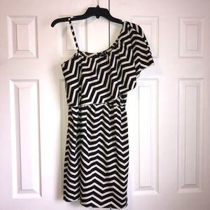 Indulge Chevron Black and White Dress Size L